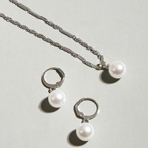 3/$30 🤍 Faux Pearl Necklace and Earrings Set